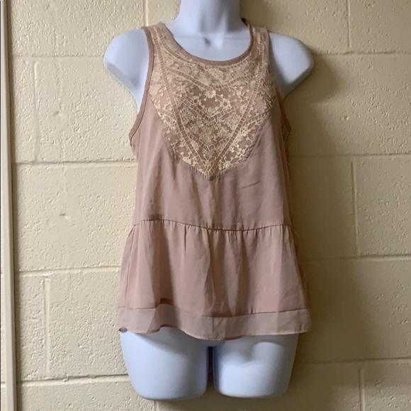 American Eagle Outfitters Tops - 2/$20 American Eagle Sleeveless Lace Blush Top